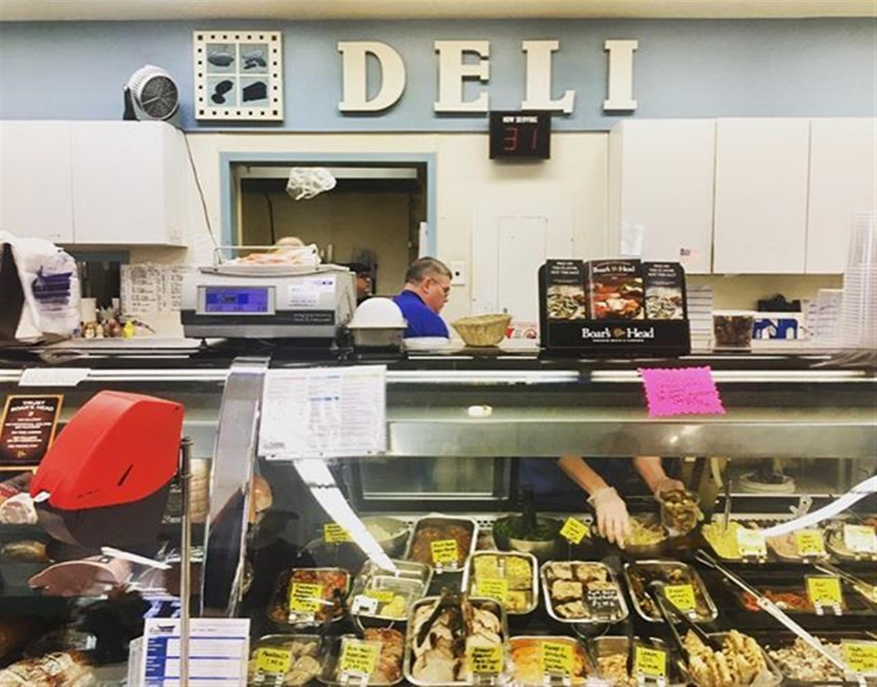 This local grocery store is the best for fresh, organic and healthy food that taste just divine. #shoplocal #eatlocal #hinsdaleil #hinsdale #chicagosuburbs #leadingrelocal #realestate #deli #bairdandwarner #realestate