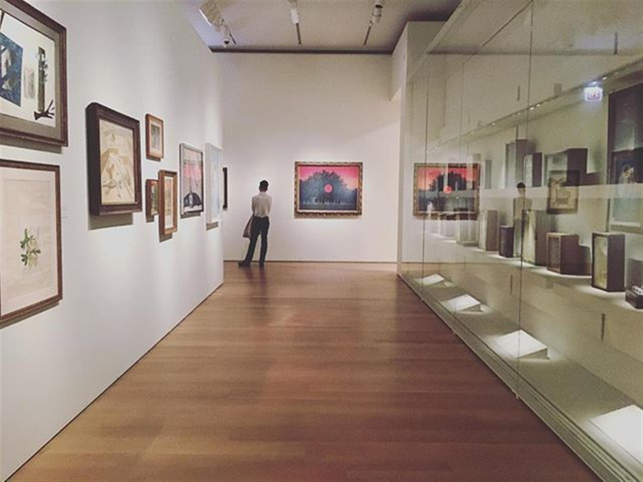 Take a beat in the Art Institute's Modern Wing. It's a good spot to find your thoughts. #artinstituteofchicago #escape #chicago #culture #bairdandwarner #bairdwarner #realestate #relocation #modernart