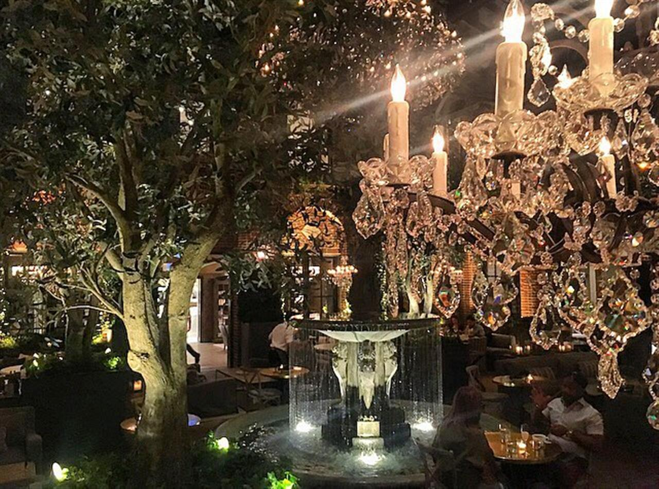 This place is one of those spots that is actually cooler than the pictures. #restorationhardware #RH #3artscafe #chicago #goldcoast #bairdwarner #leadingrelocal