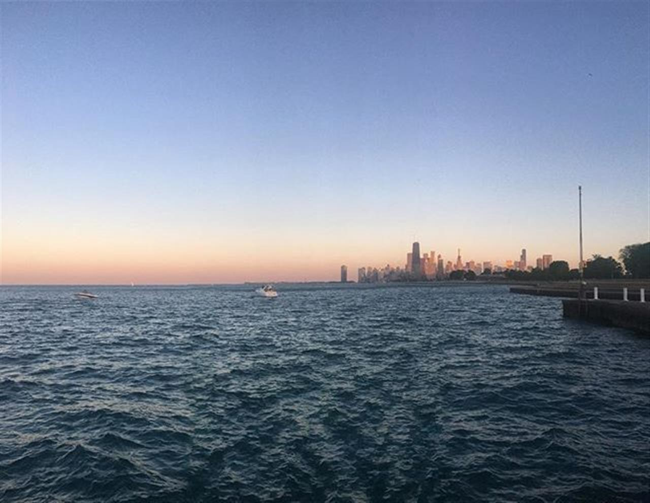 Gradient skyline #chicago #lincolnpark #lakeview #leadingrelocal #bairdwarner