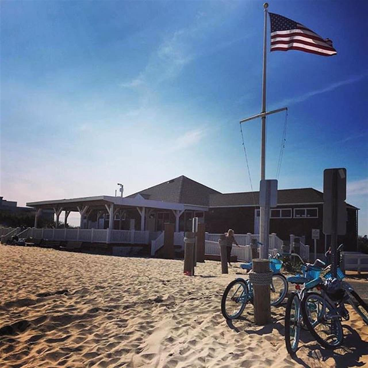 Riding out bikes to the beach. #hamptons #vacation #seeingTheUS #travel #localcustoms #leadingrelocal #bairdwarner #chicago #realestate