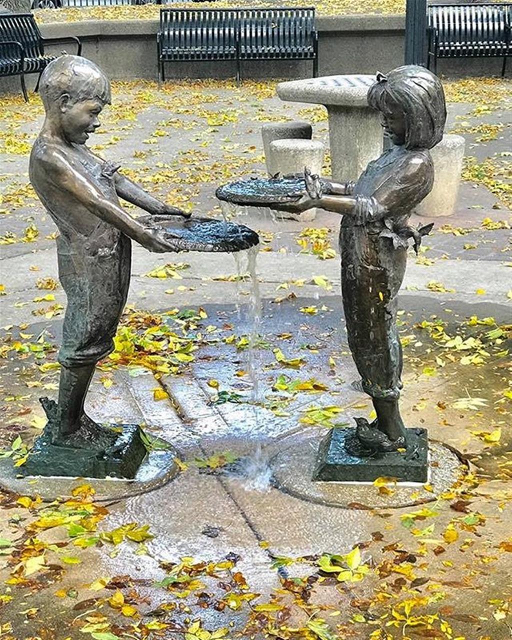 Chicago statues #chicago #leadingrelocal #bairdwarner #publicArt #fall