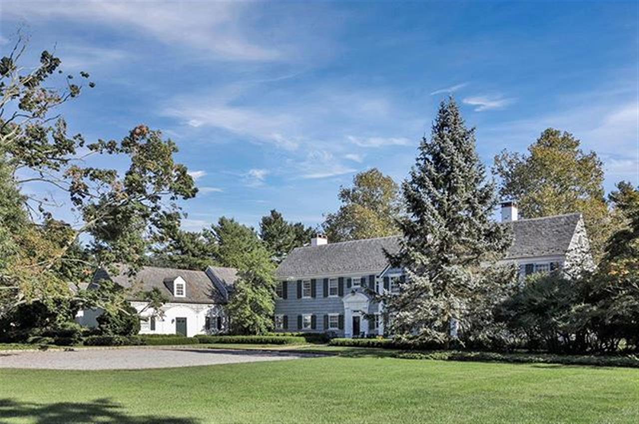 An idyllic setting for an exceptional life - 'The Evergreens' is undoubtedly one of Rumsons most coveted estates. . 10 Club Way Rumson, NJ http://bit.ly/2zRcLXR