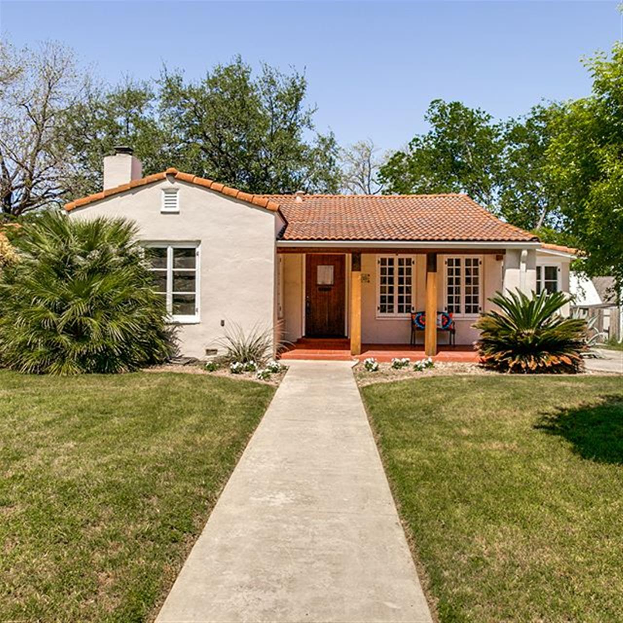 Luxury of the Day: 229 W. Hollywood Ave. in #MonteVista. This Spanish-style cottage is a true delight with hardwood floors, an island kitchen, a charming breakfast room and updated baths.