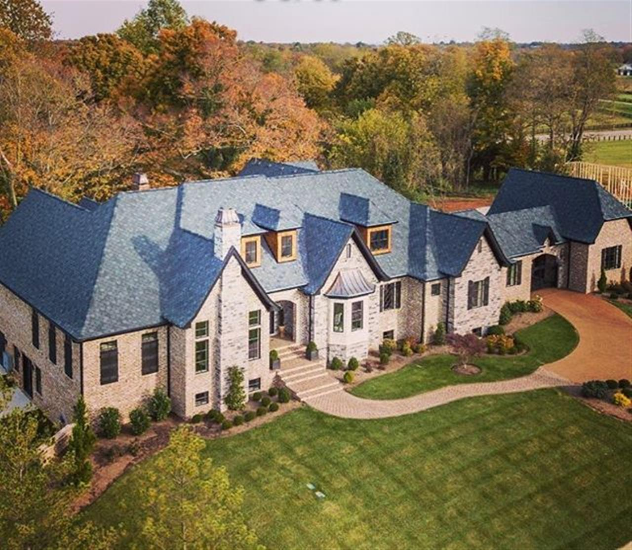Another #luxuryrealestate listing from #salliedavidsonrealtors  This #lexingtonkentucky home features 5 Bedrooms, 4.5 Baths, modern platinum grade kitchen, 2 story owners closet, 10,000 sqft of living space and so much more. Let me serve as your #realtor and your guide for this custom built estate. 606-524-7894 #yourrealtor #luxurylifestyle #leadingre #lexky #sharethelex #realestate #homeinkentucky #realtor« #home #localglobal #liveinkentucky #homesofig #elegance #charm #danielcarmack