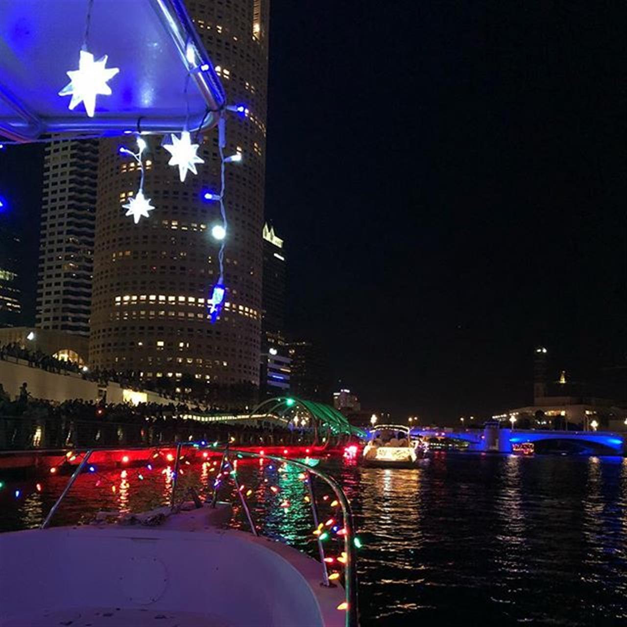 Merry Christmas from the #Tampa boat parade! #davisislands #tampabay #harbourisland #downtowntampa #winterinflorida #leadingrelocal