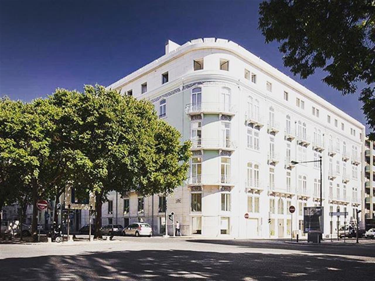 Um edifício de prestígio para um negócio de sucesso! Veja tudo em: www.ins.pt | Ref. VL081(1.1) #insrealestateportugal #leadingrelocal #lisbon #portugal #beautifulbuildings