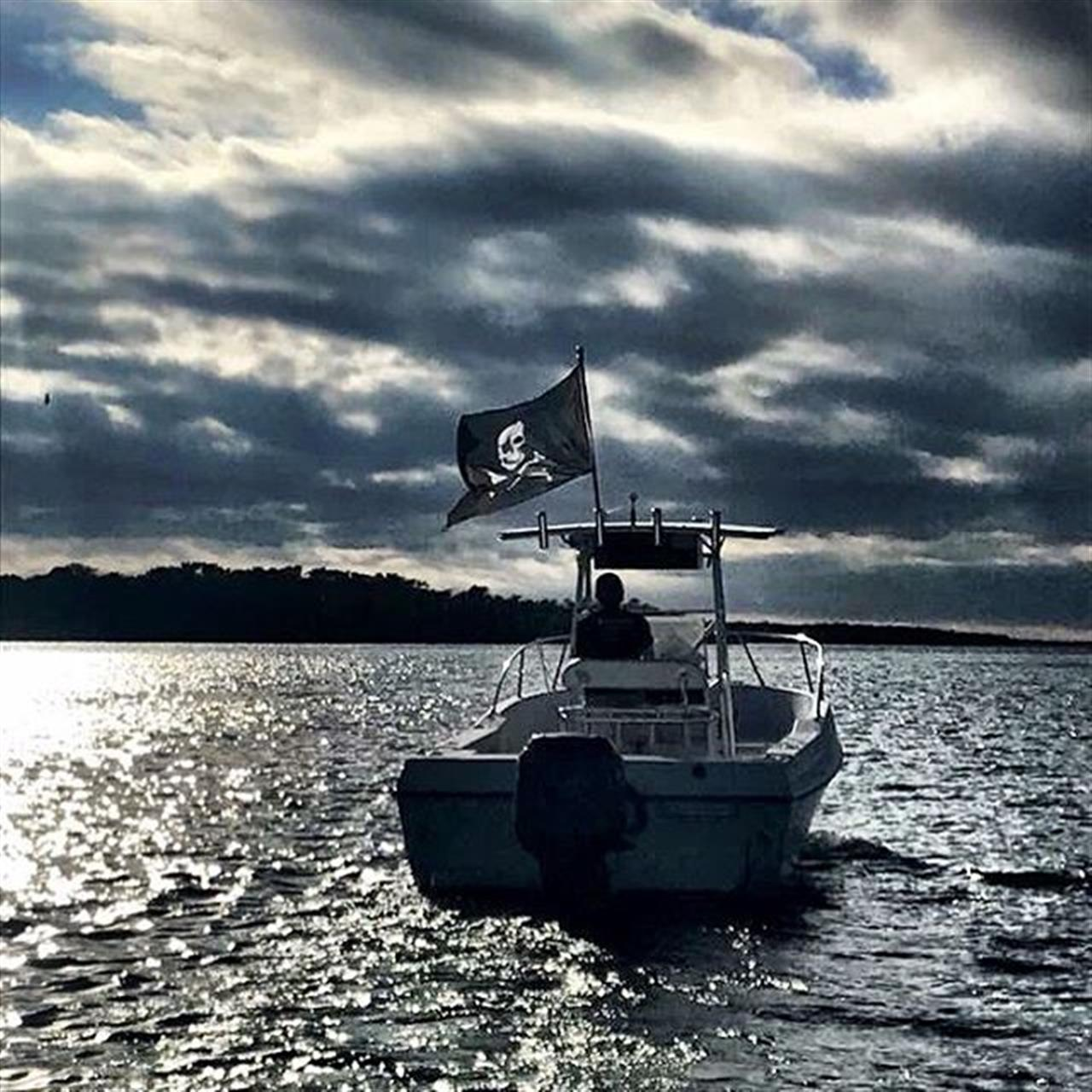 Another day on the bay. Ôÿá #onaboat #tampabay #tampa #alafiariver #beercanisland #aquasport #boat #pirate #pirateflag #gasparilla #centerconsole #realtorlife #winterinflorida #leadingrelocal