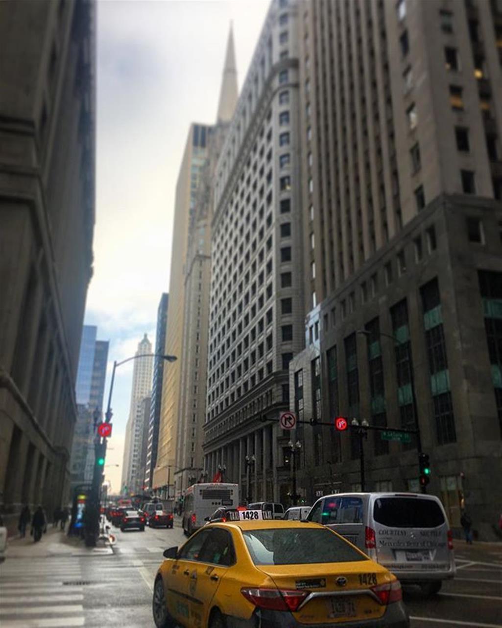 A corner in #Chicago's loop. #taxi #walkingtour #walktowork #loop #commute #leadingrelocal #bairdwarner #realestate