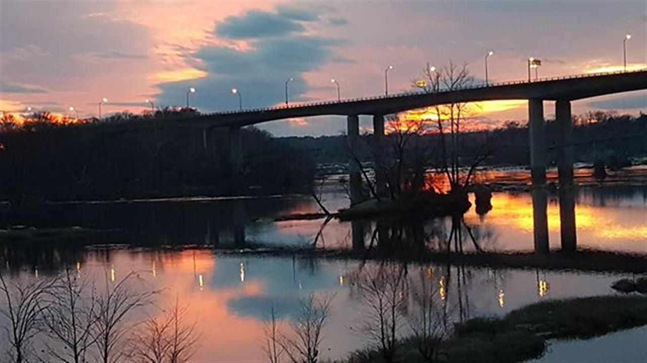 Commercial agent, @kerrypriley is killinÔÇÖ it with the Richmond photos. #va #realestate #virginia #2018 #rva #richmond #joynerfineproperties #joynercommercial #jfp #leadingrelocal #bridge #sunset #winter #realestate #realtor #realtorlife #realestateagent #nar #var #rar