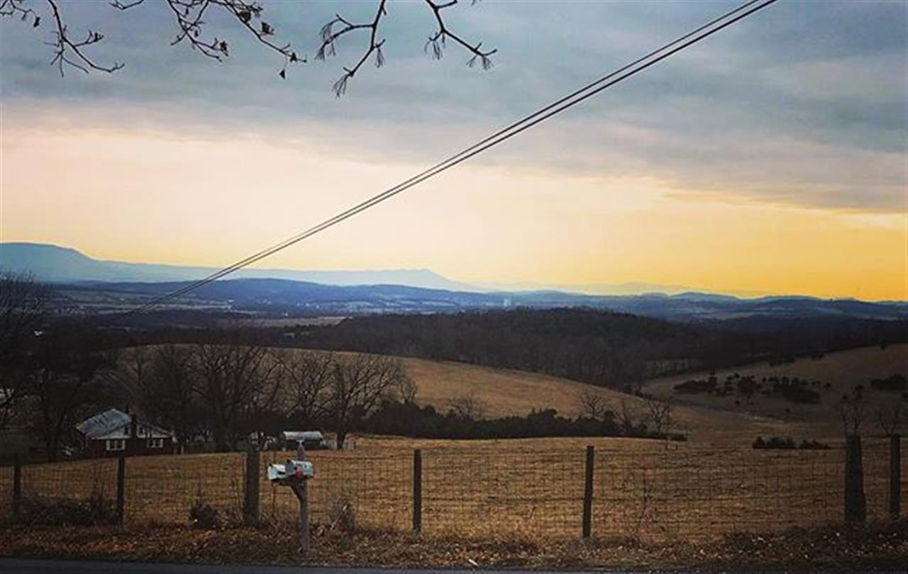 There seem to be views everywhere I go!! #shenandoahvalley #virginia #leadingrelocal #realestate #virginiarealestate #linville #blueridgemountains #massanuttenmountain