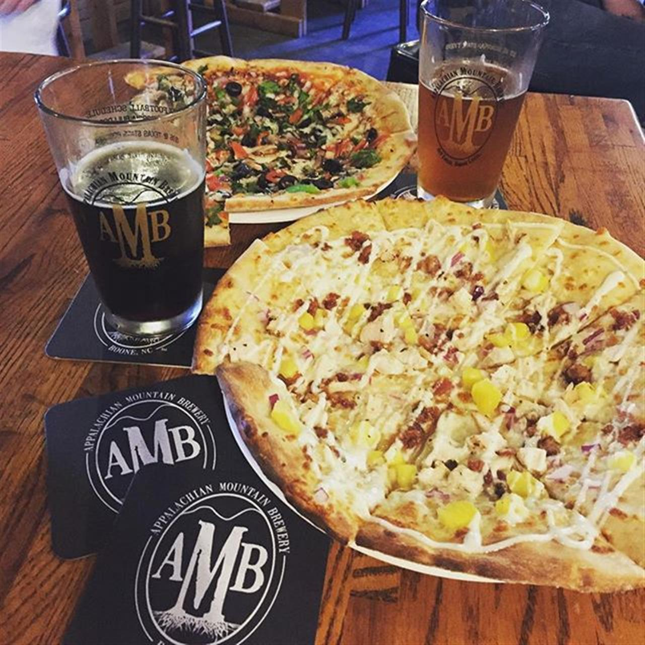 @craigecarlson Birthday Dinner at AMB's Food Truck Rodeo! @farm2flame  Pizza and @appalachianmountainbrewery Gracias Beer #leadingrelocal #blowingrocknc #boonenc