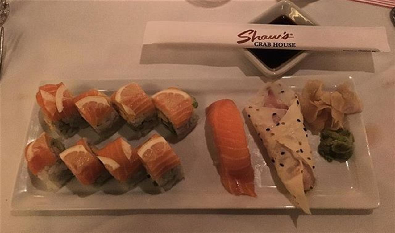 Presentation is half the fun. #shawscrabhouse #sushi #fish #meatlessmonday #chicago #chicagorestaurants #dinner #leadingrelocal #rivernorth