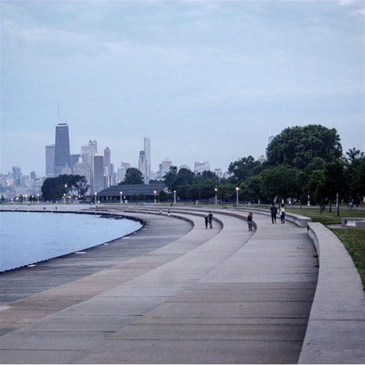 Thinking back to overcast walks along Chicago's #Lakefront . . #chicago #lakemichigan #walk #bike #run #lakefrontpath #lakefront #summer #summernights #overcast #cloudywithachanceofmeatballs #leadingrelocal #livelocal #bairdwarner