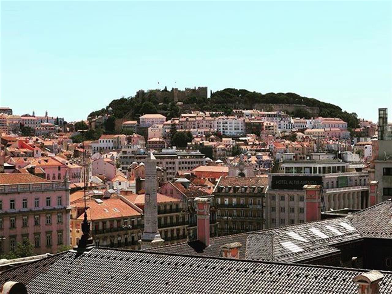 Apartamento T4, mobilado e com vista sobre a cidade de Lisboa! Saiba tudo em www.ins.pt | Ref. 100640A #insrealestateportugal #leadingrelocal #lisbon #portugal #view