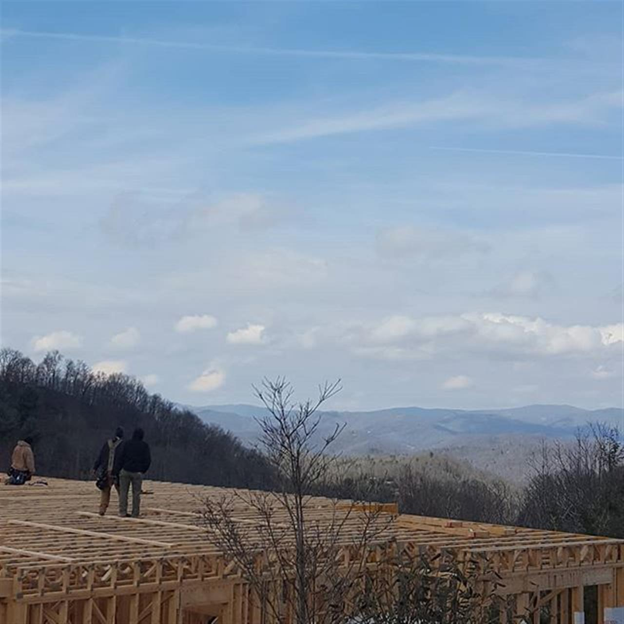 I was previewing a home in Echota today and took some time to look at the new construction at the ridge top. They are building a great product and the views.......extraordinary! Pardon the photos from my car.....but let me know if you'd like to take a look at this great community.  #CarlsonRealtors #LeadingRELocal #BlowingRock #Boone #HighCountryHomeSpecialist #RealEstate #NCHighCountry #NCMountains #Realtorlife #Echota #EchotaOnTheRidge