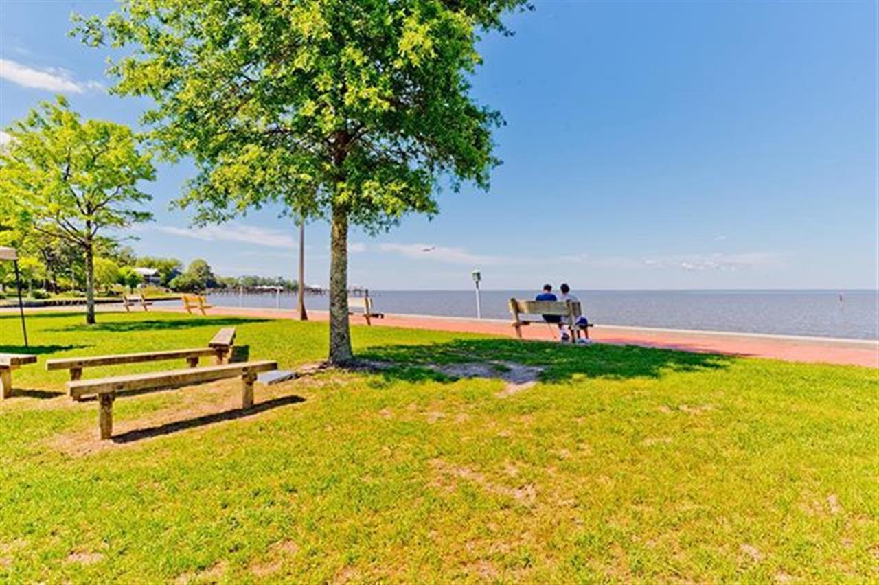 #LocalToLocal: Let's take a tour to one of our beautiful, beloved Baldwin County cities, @cityoffairhope. What are your favorite places to eat, shop, and explore? We love a sunny day at the beloved Fairhope Municipal Pier along Mobile Bay. Great place to bring the kids, walk the dog, go for a run, or just enjoy the outdoors and stunning views. Gotta love local. . . #LetsJoinForces | BellatorAL.com . . . . . #realtors #realestate #leadingrelocal #baldwincounty #fairhopealabama #mobilebay #communitystrong #fairhopepier #baldwincountyrealestate #alabamarealestate #lovelocal #park