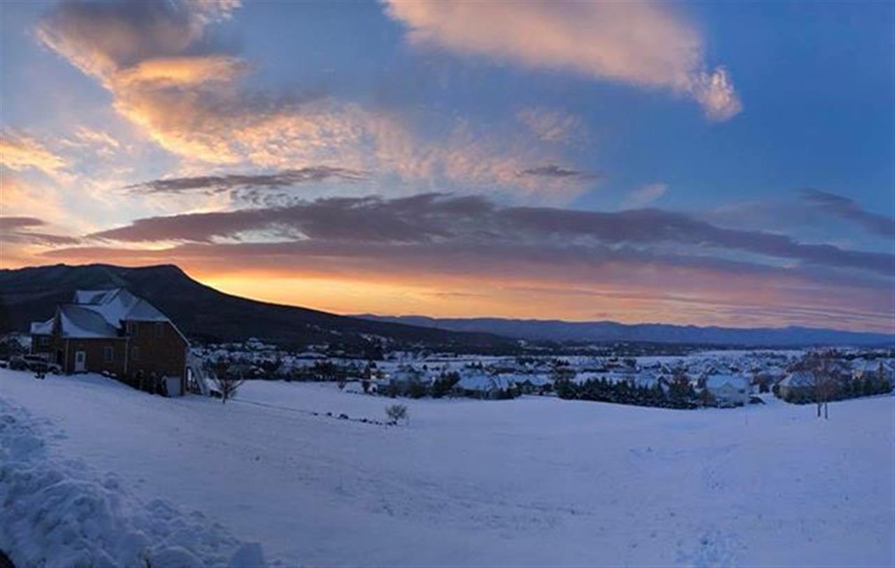 #Crossroadsfarm breathtaking view of #massanuttenpeak at #sunrise with a beautiful blanket of winter snow! Thank you @veggieprincess83 for letting me share!! #leadingrelocal