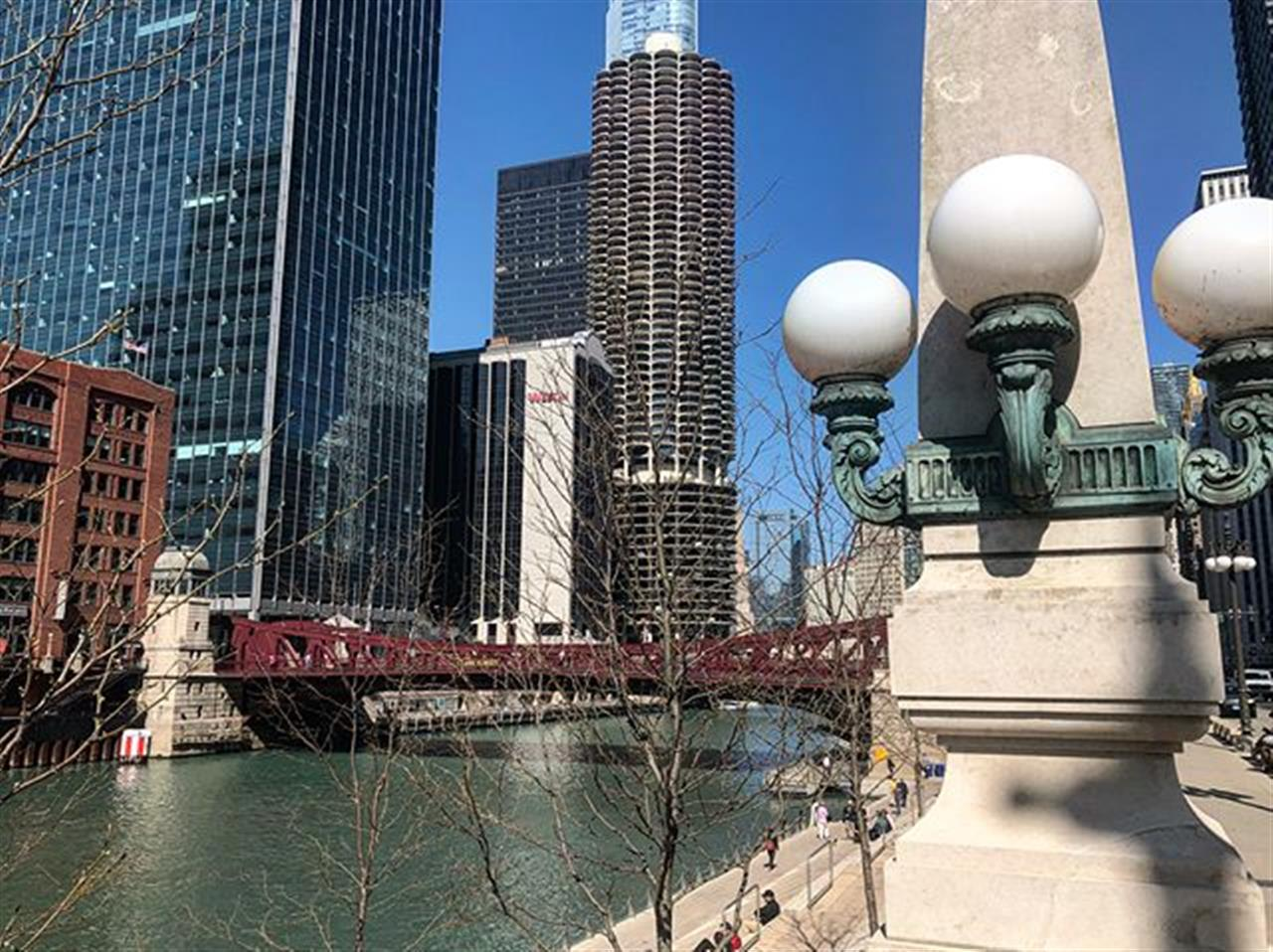 Perfect spring weather thatÔÇÖs ideal for a long afternoon walk. .. .. .. #chicago #river #chicagoriverwalk #chicagoriver #walk #afternoonwalk #afternoon #chi #sunshine #sunny #10000steps #bairdwarner #leadingrelocal #realestate #chicagorealestate