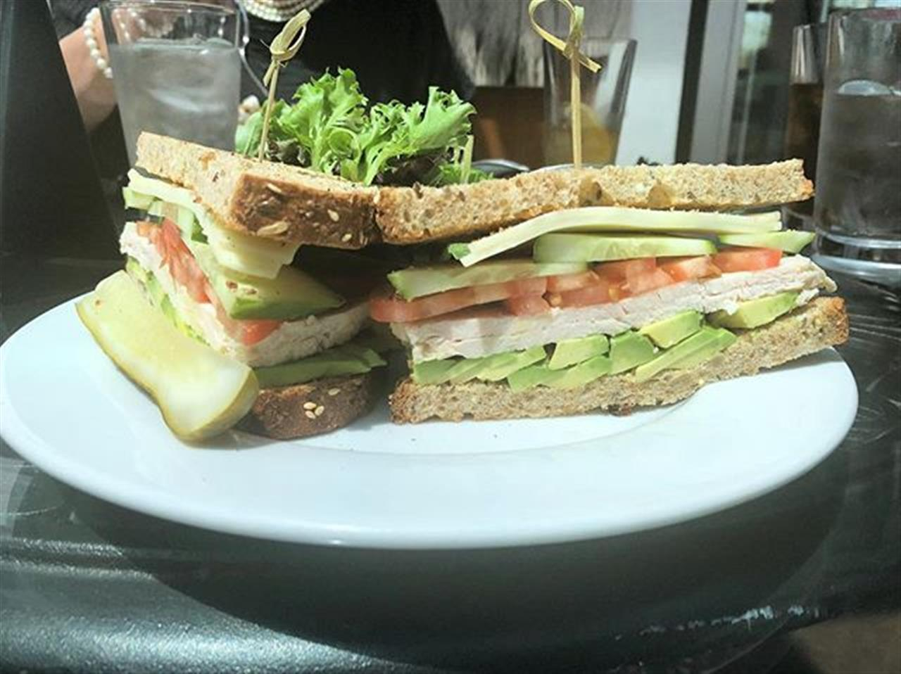 Already thinking about a trip back to @jolanescafe for another taste of this delicious #turkeysandwich .. .. #leadingrelocal #glenview #chicagosuburbs #chicago #northshore #eatlocal #bairdwarner #chicagorealestate #glenviewrealestate #realestate #lunch #lowcarb #avocado #cucumber #tomato #turkey #protein #proteinlunch #healthyfood #healtylunch #relocation #chicagorelocation #jolanescafe #livelocal