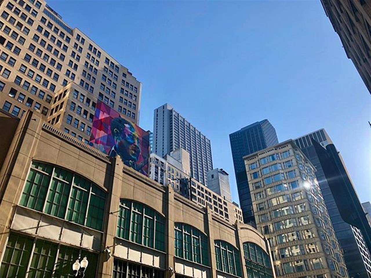 BB King hiding on #StateStreet .. .. #chicago #chicagosights #bbking #blues #mural #chicagorealestate #statestreetrealty #illinois #illinoisrealestate #bairdwarner #walkhome #walk #leadingrelocal #skyline #livelocal #chi #loop #wednesday