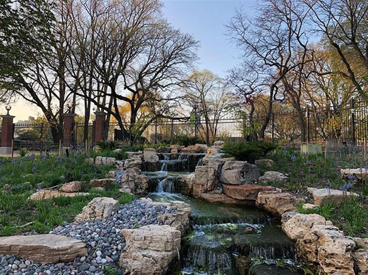 Evening walk through ChicagoÔÇÖs Lincoln Park neighborhood. .. .. .. #chicago #lincolnpark #waterfall #greenspace #chicagoparks #leadingrelocal #bairdwarner #lincolnparkrealestate #chicagorealestate #evening #twilight #explore #exploreyourcity