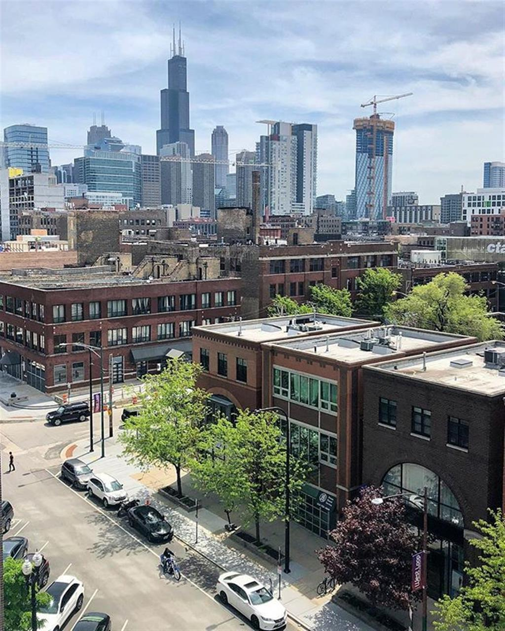 Today weÔÇÖre in ChicagoÔÇÖs Near West side attending a #Military event. Hoping to introduce people to Baird & WarnerÔÇÖs Military on the Move program! .. .. #bairdwarner #militaryonthemove #bunkerlabs #realestate #chicagorealestate #westloop #westlooprealestate #militaryrelocation #west #google #leadingrelocal #brownstone #searstower #skyline #sping #weathet