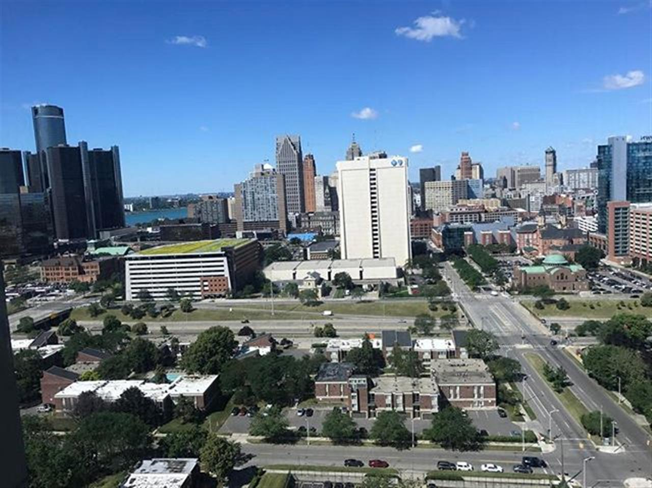 It's a beautiful day to be showing properties in Detroit! Love the views... #movetodetroit #detroit #michigan #leadingrelocal