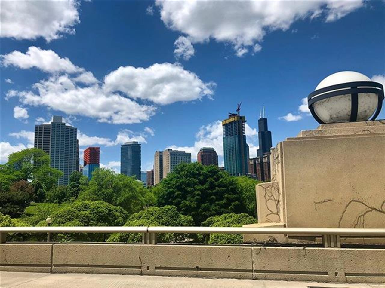Snapping pictures down #LakeShoreDrive on this sunny #Sunday. .. .. #chicagorealestate #chicago #sunshine #illinoisrealestate #southloop #southlooprealestate #leadingrelocal #bairdwarner #architecture #grantpark